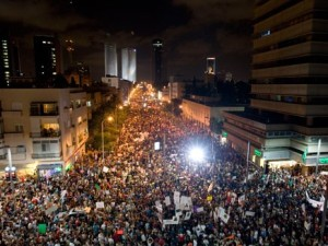 Mass demonstrations in Tel-Aviv, Israel, August 2011. (Source: Israel Channel 2)